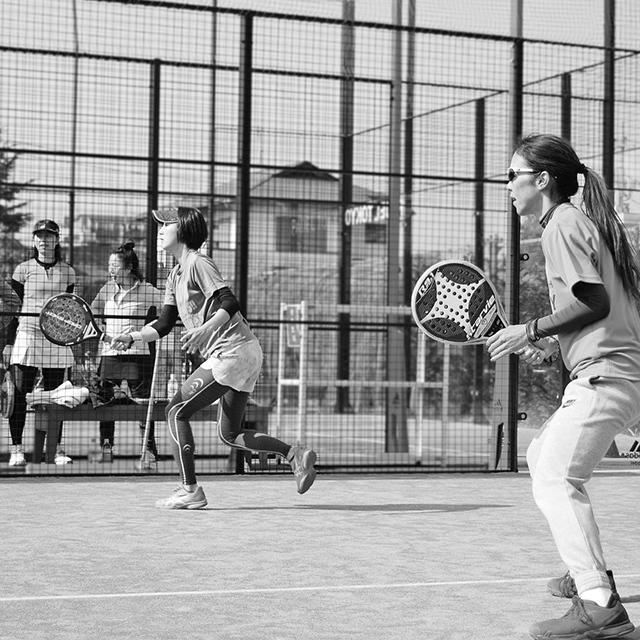 戦略性とチームワークを楽しむラケット競技