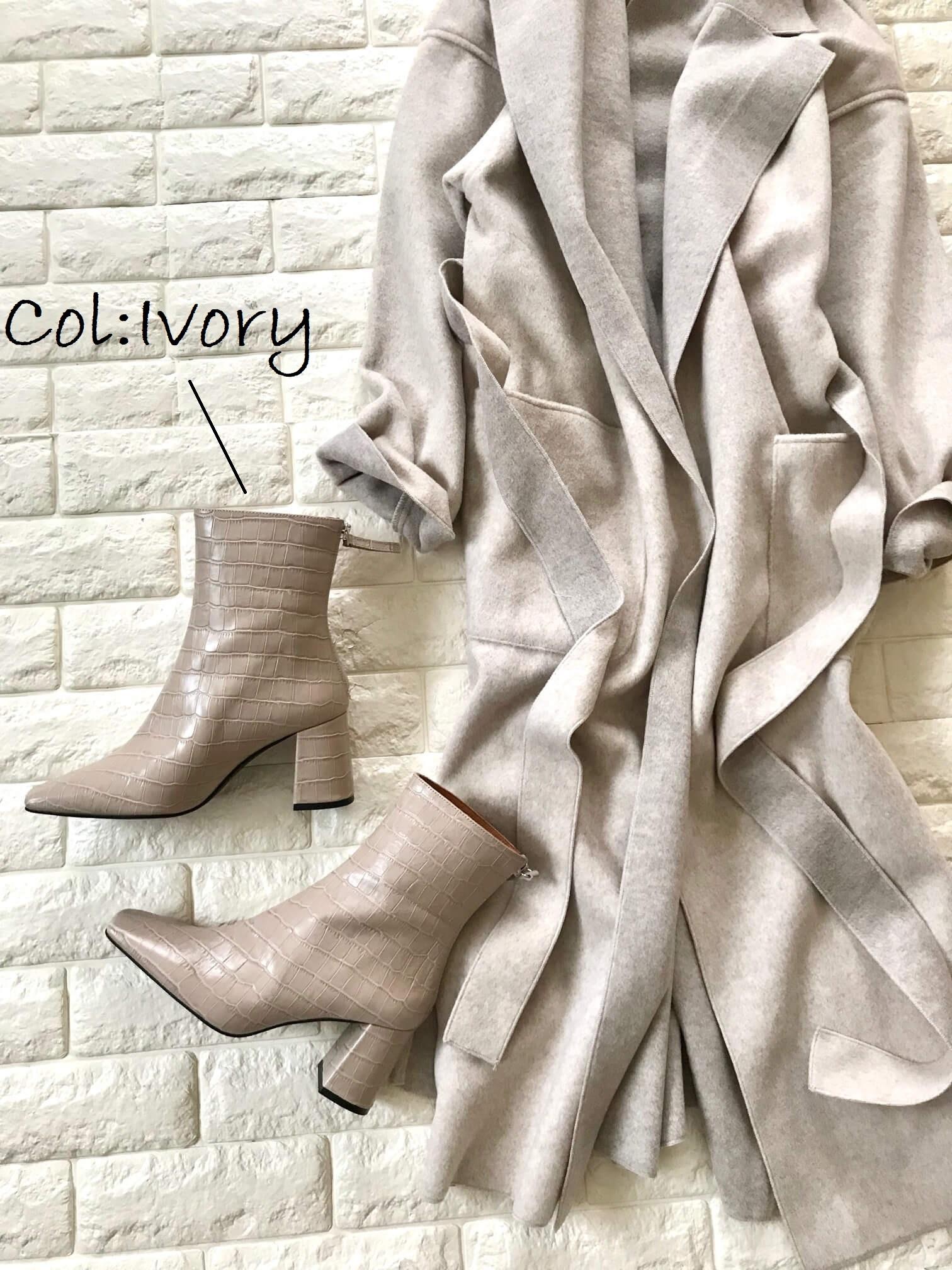 デミルクスのブーツとコートを並べた画像