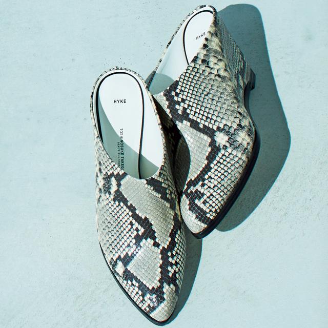 靴(H9)¥75,000/ボウルズ(ハイク)