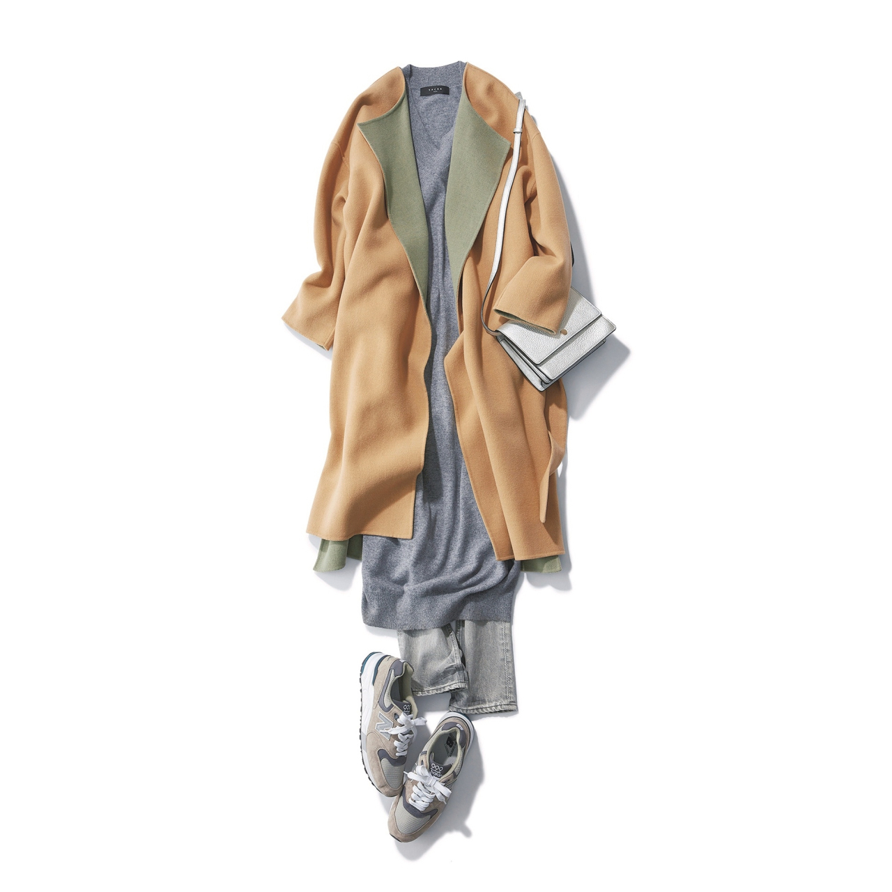 上品なダブルフェイスコート×スニーカーのファッションコーデ
