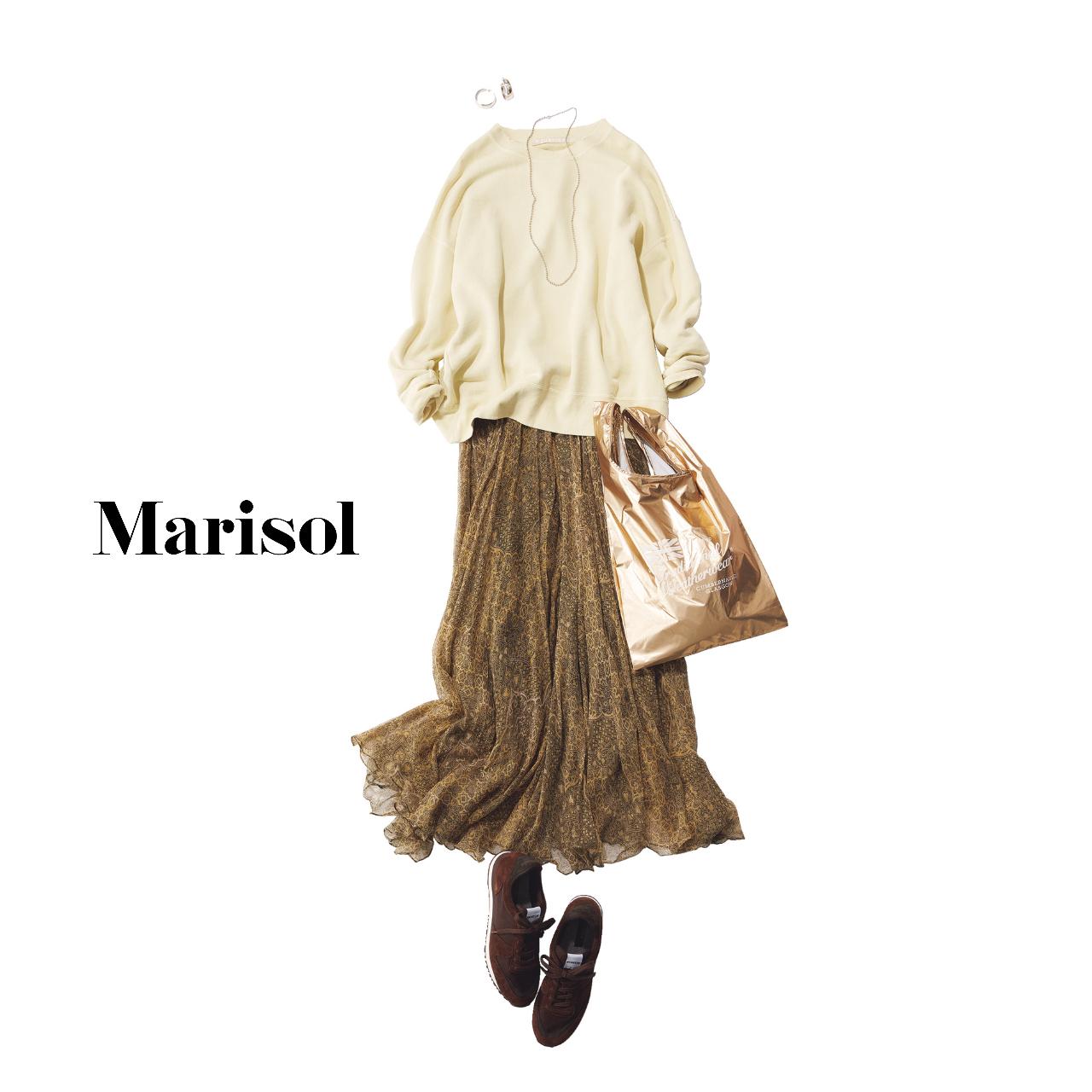 40代ファッション  ニット×プリントマキシスカート×スニーカー コーデ