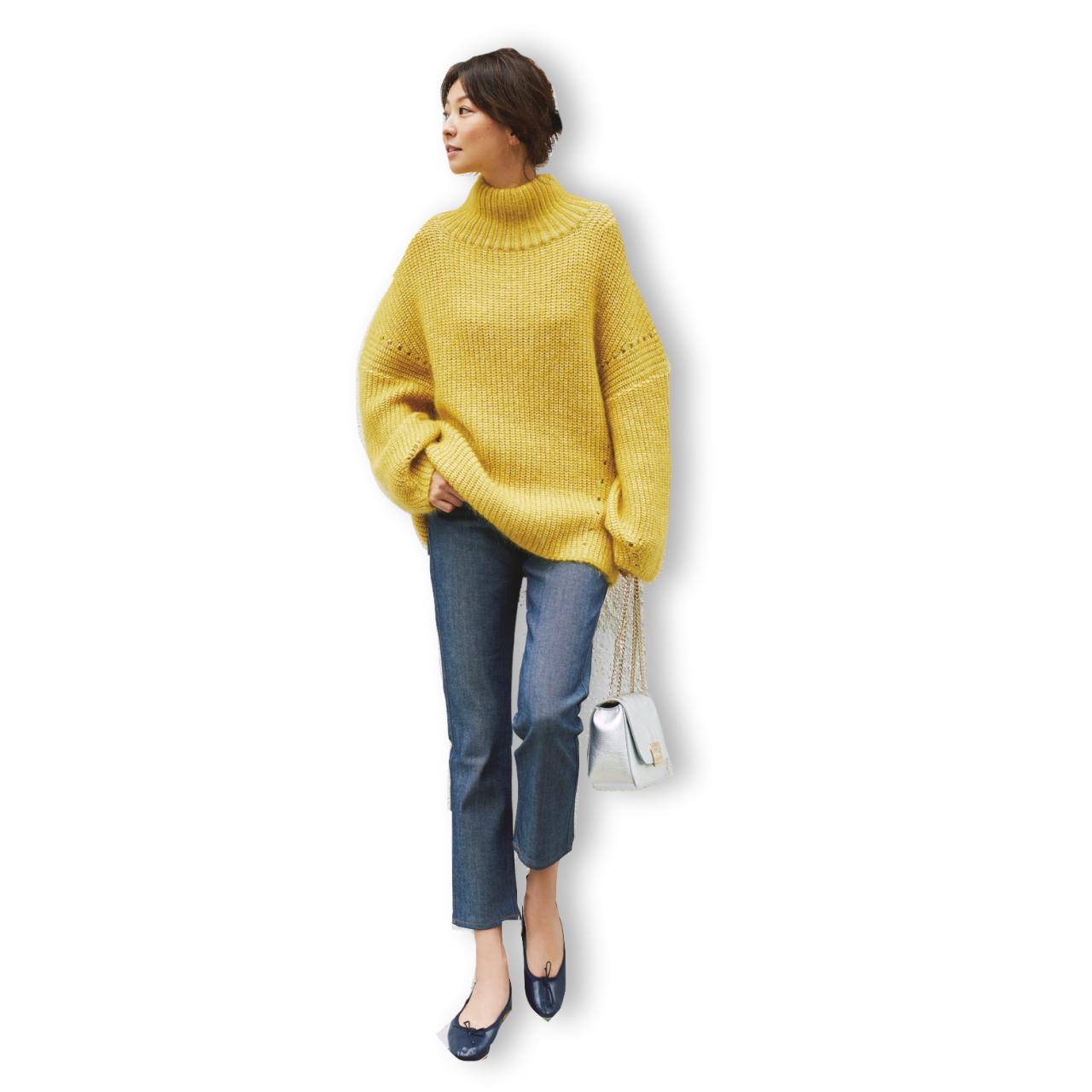 イエローニット×デニムパンツのファッションコーデ