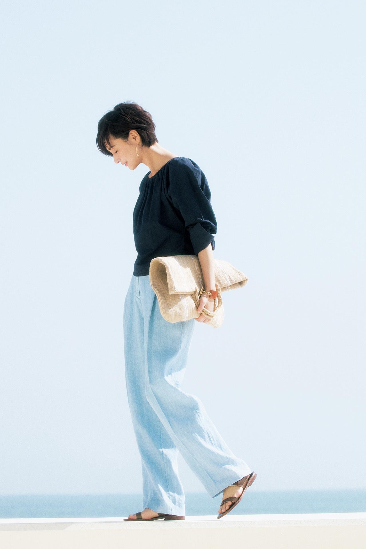 大人の初夏はこの素材から!富岡佳子、麻のパンツに魅せられて 五選_1_1-5
