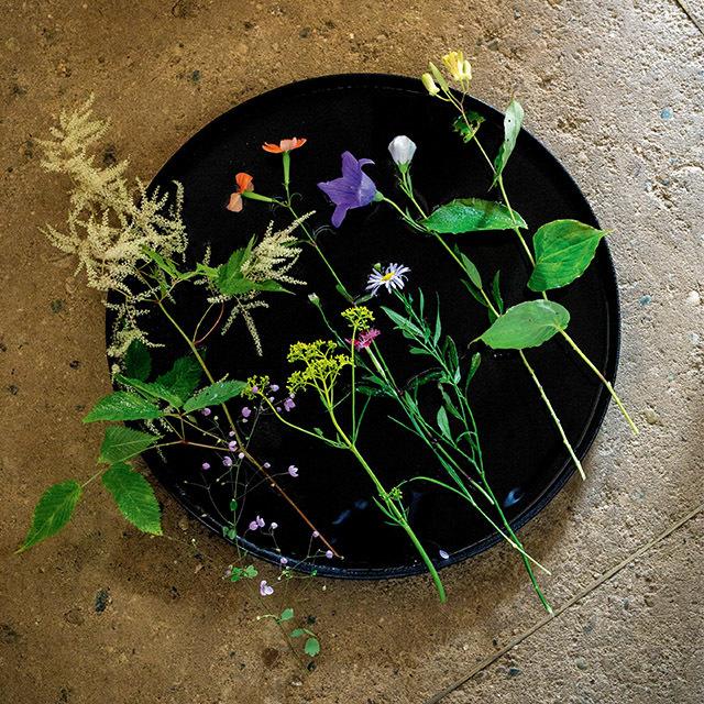 季節のさまざまな切り花をセットにして届ける定期便「季節のおまかせ便」