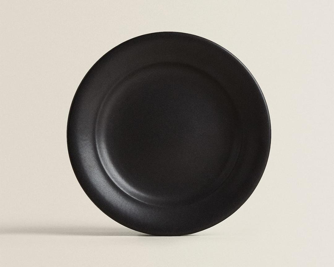 ZARA HOMEの マットブラックデザート皿