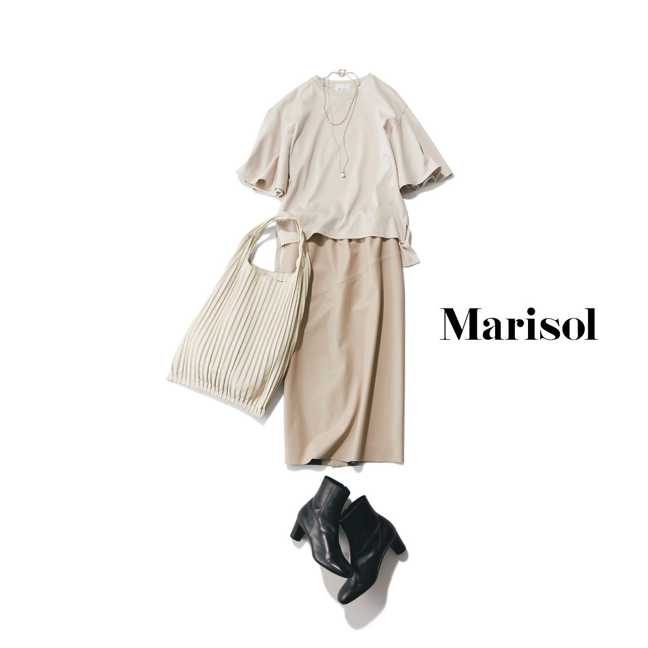 40代ファッション  Tシャツ×タイトスカート×ショートブーツコーデ