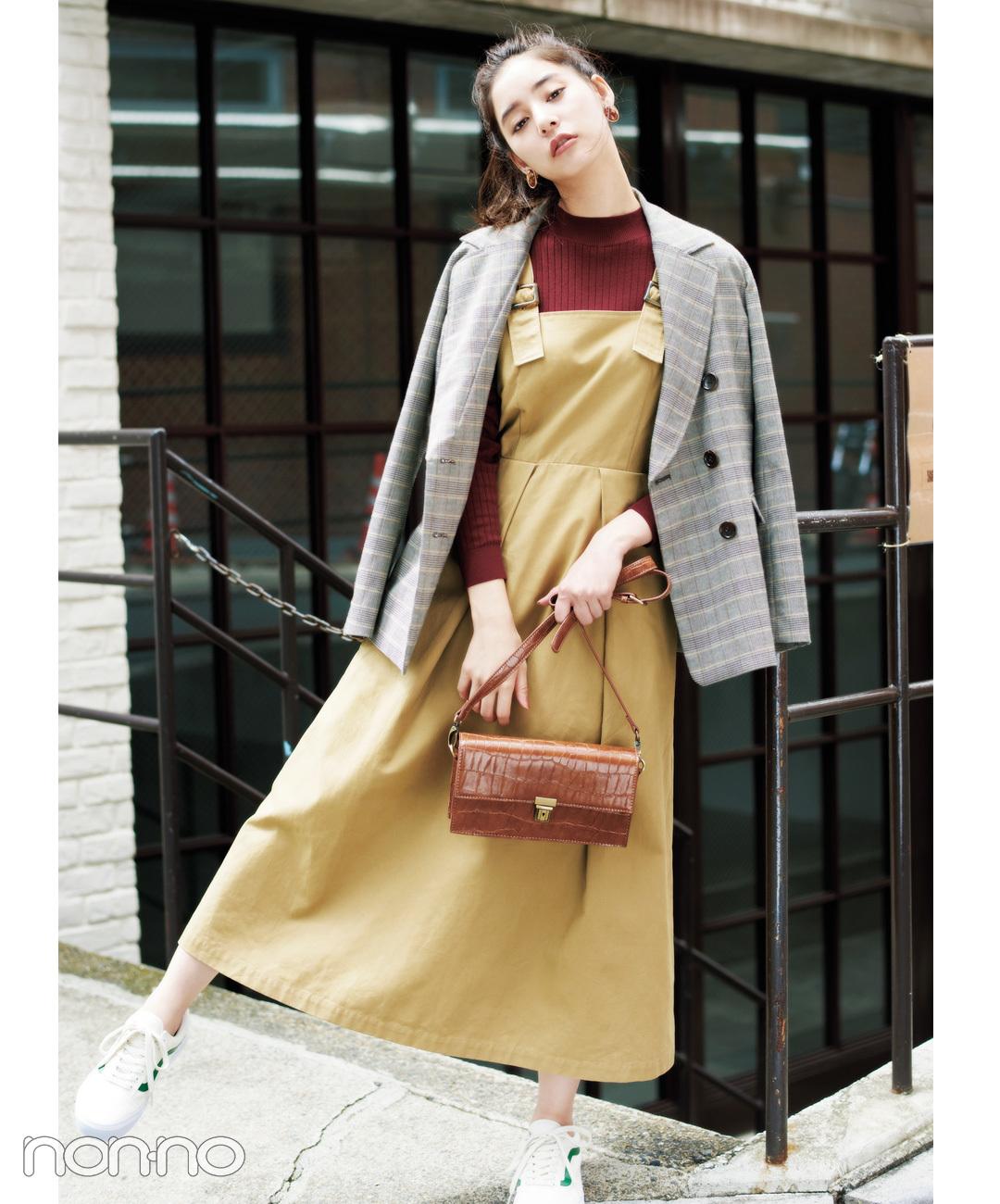【グレンチェックコーデ】新木優子は、ワンピにチェックジャケットの肩掛けでラフな空気感をまとって