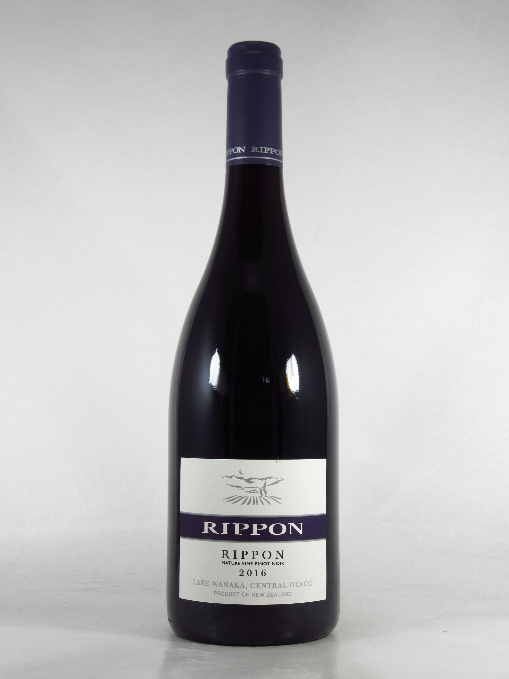 """「リッポン """"リッポン"""" マチュア ヴァイン ピノ・ノワール」750ml \5,700 ピノ・ノワール100%。「リッポン」のシグネチャーワイン。豊かな果実味とピュアな酸味。1973年に植えられたブドウで造られるワインは、奥行きがあり、エレガント。2010年には『ワインスペクテイター』において「ニュージー・ピノ・オブ・ザ・イヤー」に選ばれた。"""