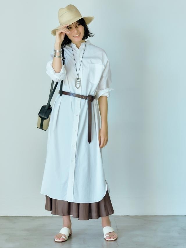白シャツワンピースをロングシャツとして ベルトのウエストマークでバランスアップと気分転換を