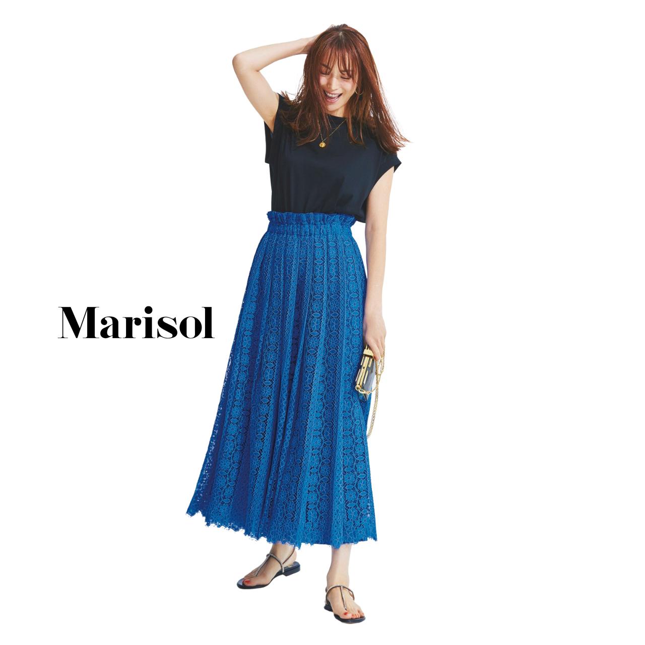 40代ファッション Tシャツ×ブルーレーススカートコーデ