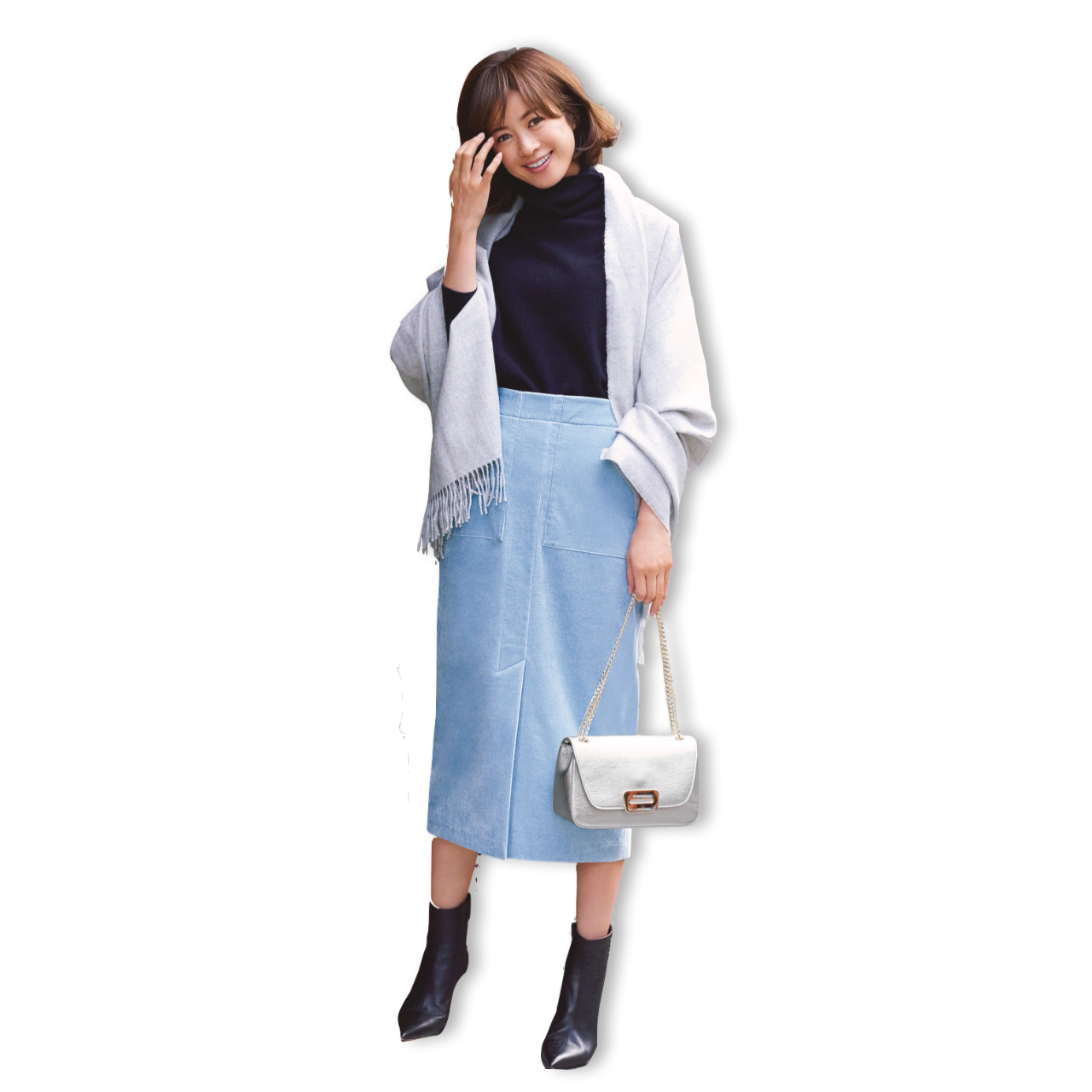 サックスブルーのスカート&スカート×黒ニット&ストールのファッションコーデ