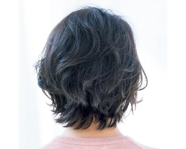 自然な毛流れとボリューム感のショートヘアのバック