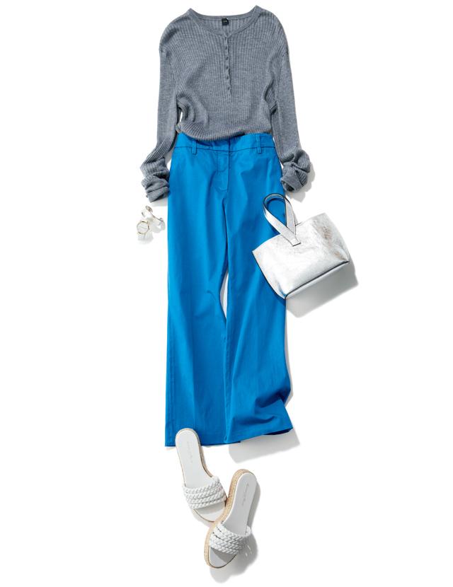 大草直子 シルバーバッグできれい色パンツをなじませて女性らしく