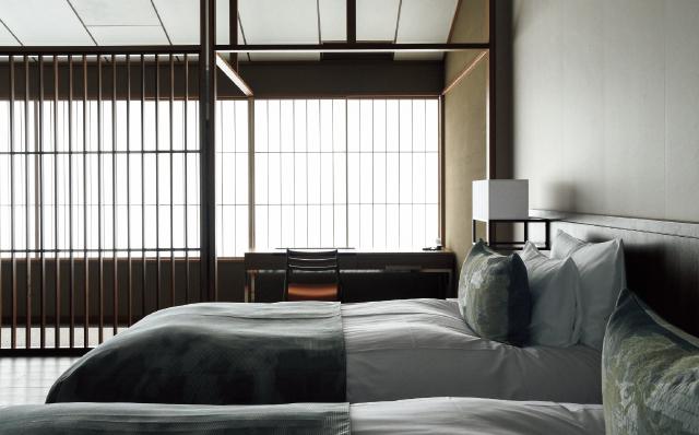 和を強調しすぎない心地よい客室デザイン