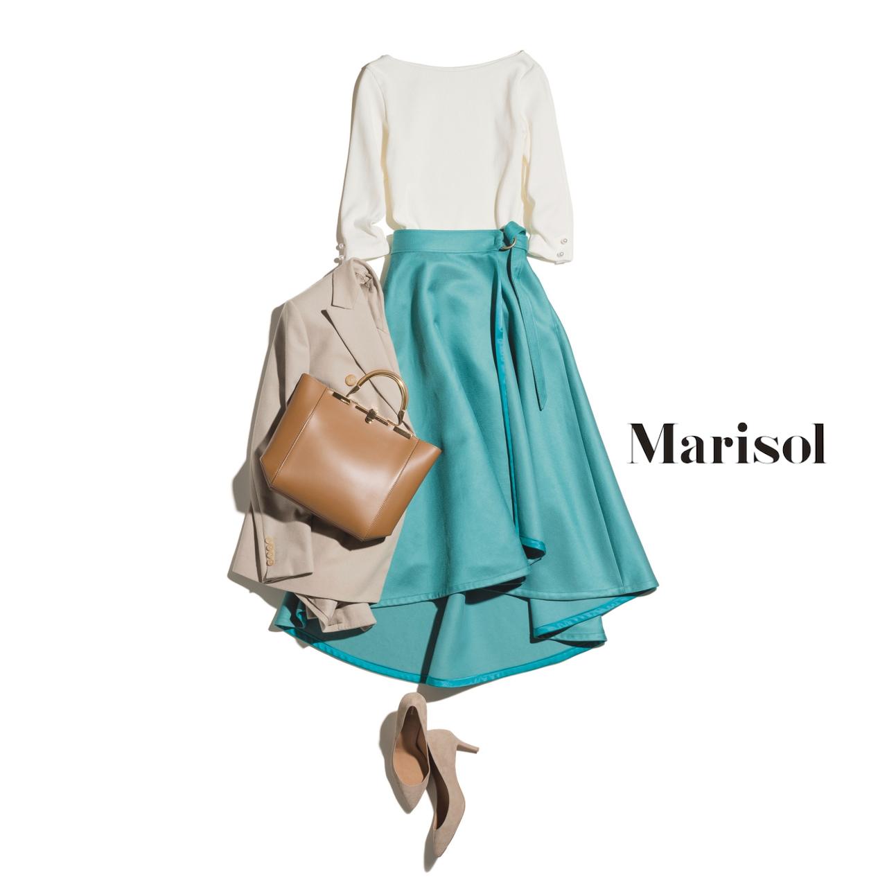40代ファッション 白ブラウス×グリーンのフレアスカートコーデ