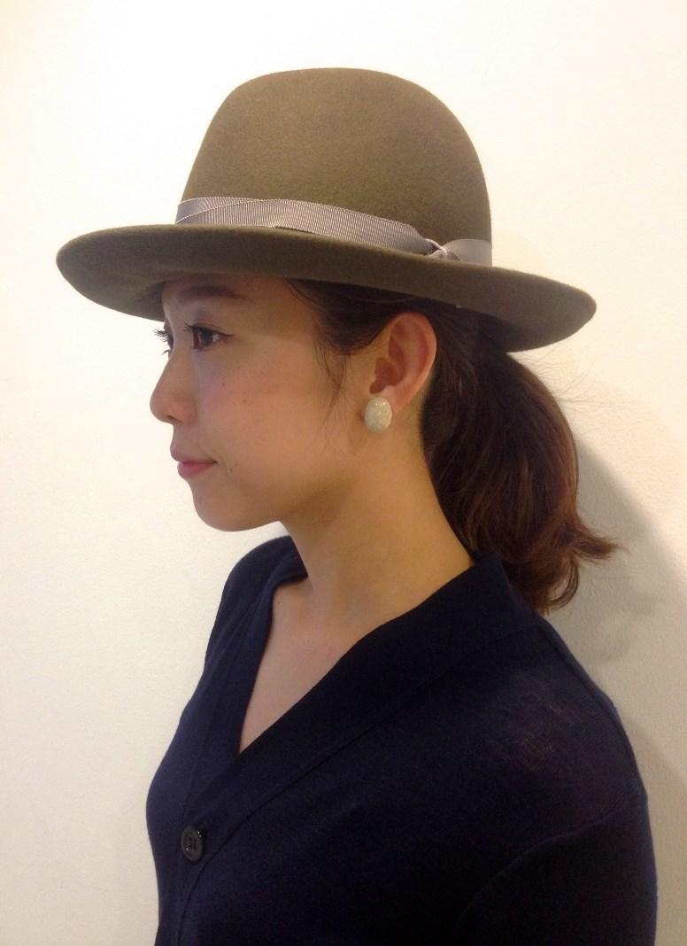 <キジマタカユキ>の秋色ハットで、シンプルな装いに存在感をプラス。_1_1