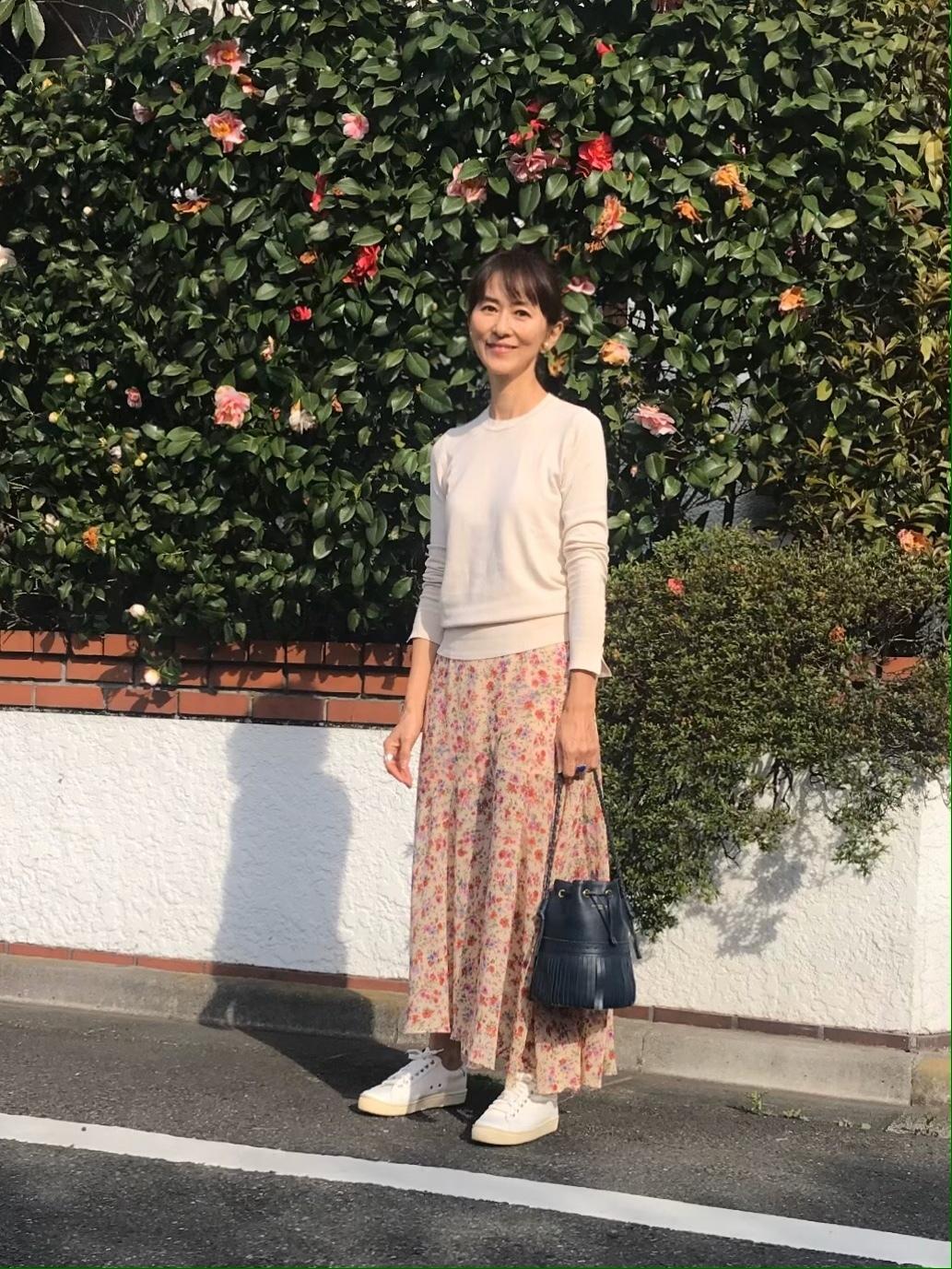 スタルジックな花柄のZARAスカートで