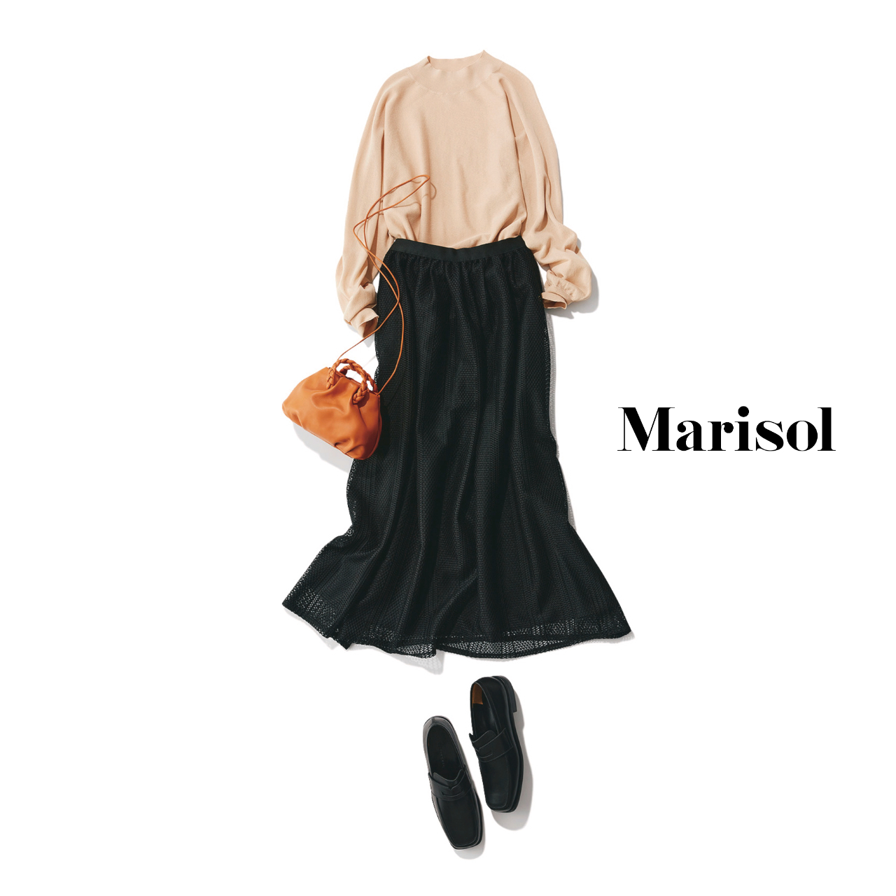 40代ファッション  ベージュニット×黒レーススカートコーデ