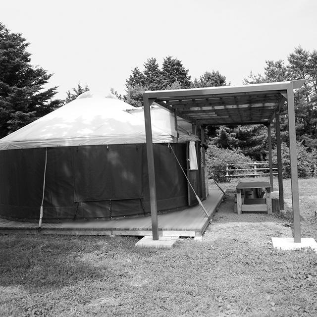 宿泊小屋のひとつ、モンゴル式テントのゲル