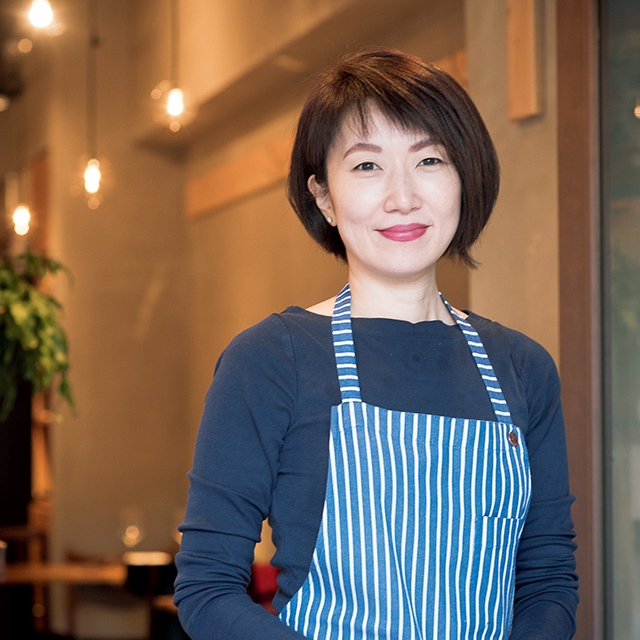 島田まきさん。料理教室もお店で開催