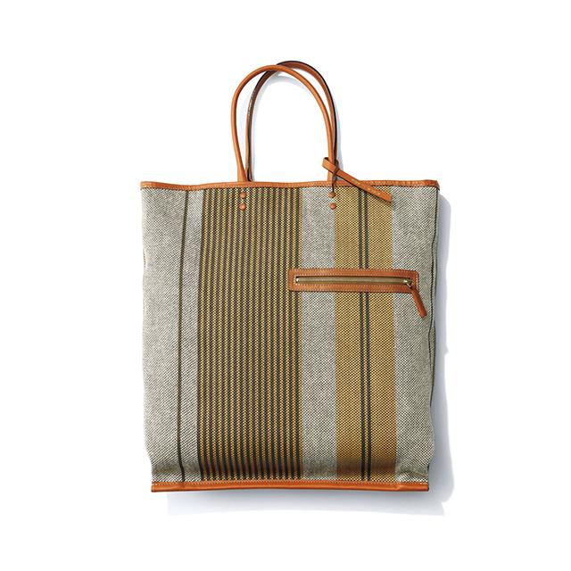 きちんと見え&丈夫な上品ストライプのマーケットバッグ ¥25,000/ウィム ガゼット 青山店(ミカ デラ ヴァッレ)