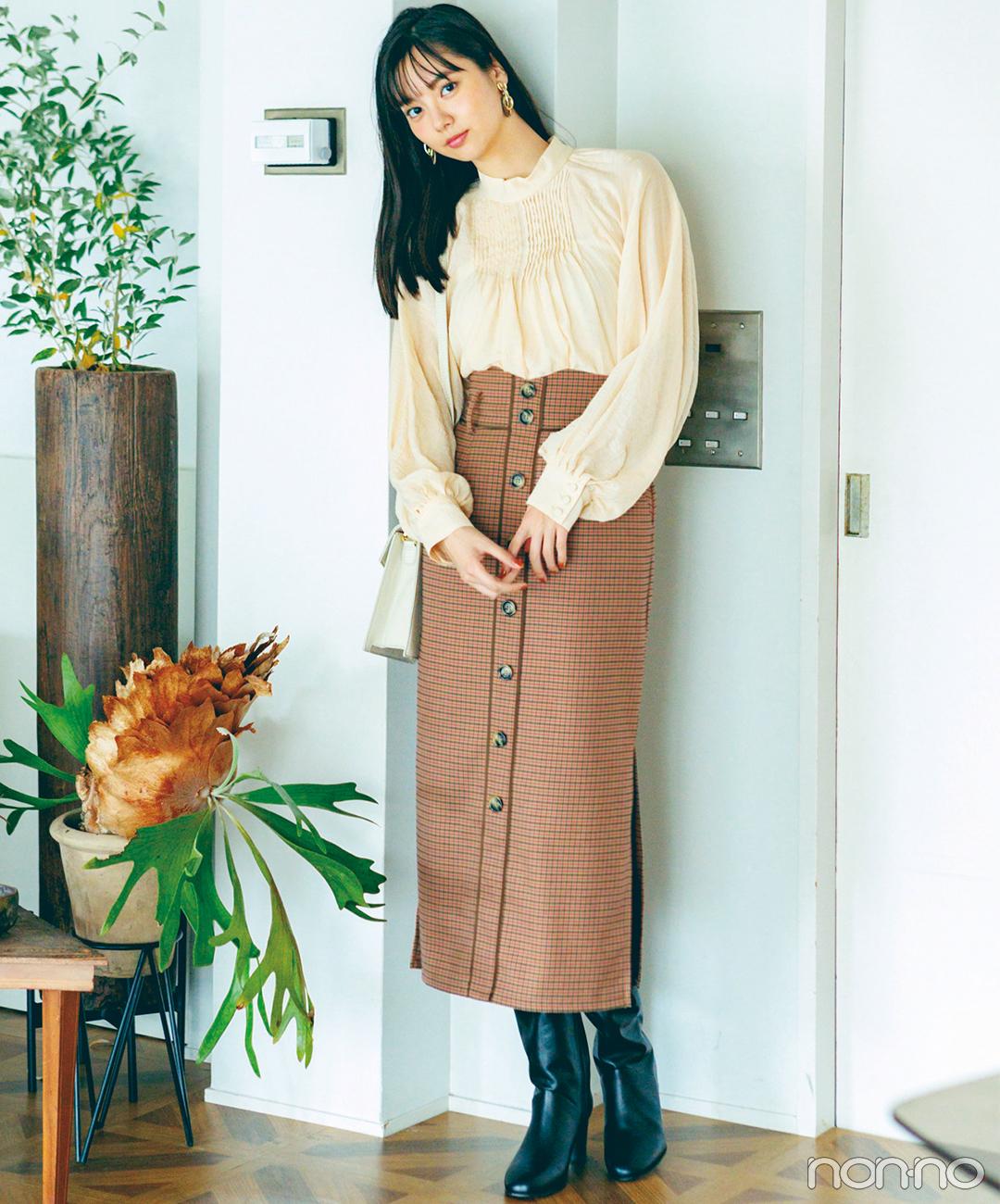 新川優愛はフェミニンブラウスとIラインスカートで美人見え確実!【毎日コーデ】