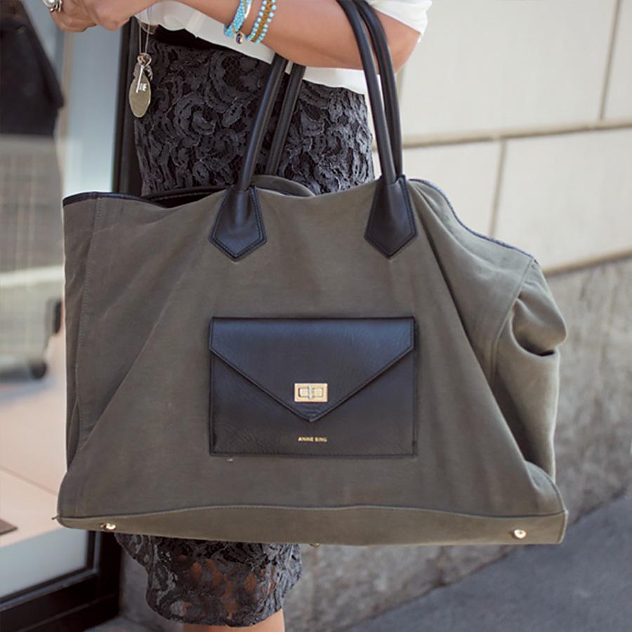 仕事用はカーキの大バッグ、遊び用はハイブランドのちびバッグが人気!【ファッションSNAP ミラノ・パリ編】_1_2