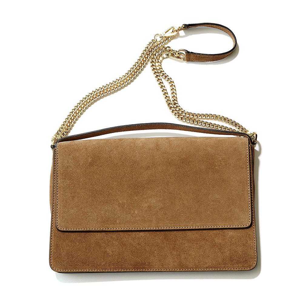 チェーンバッグのシャープさでボリュームコートに女っぽさを_1_5