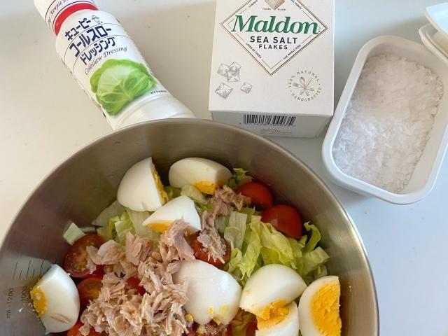 コールスロードレッシングとMaldonのsea saltであえたサラダ