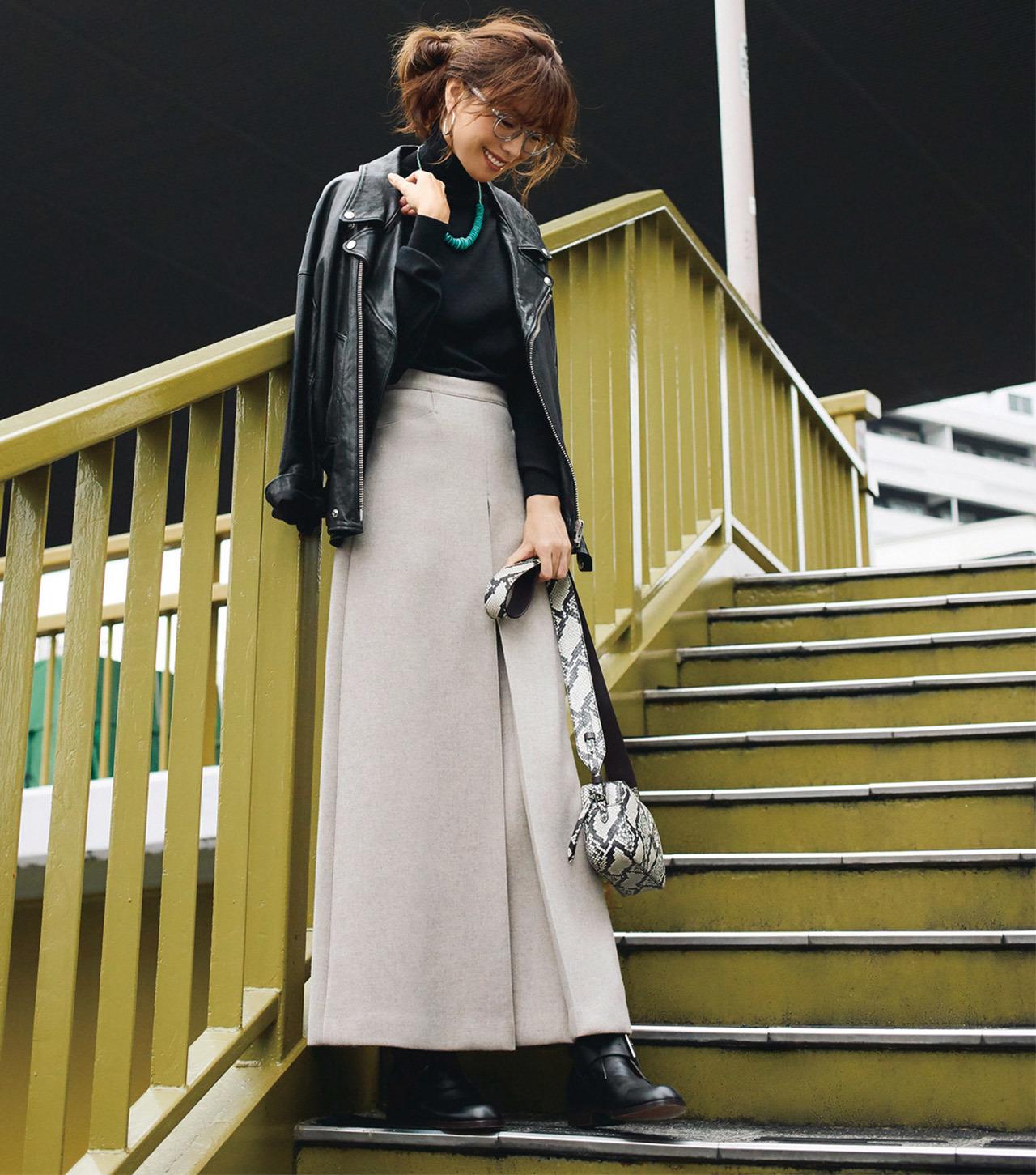 レザージャケット×ウールのロングスカートコーデ