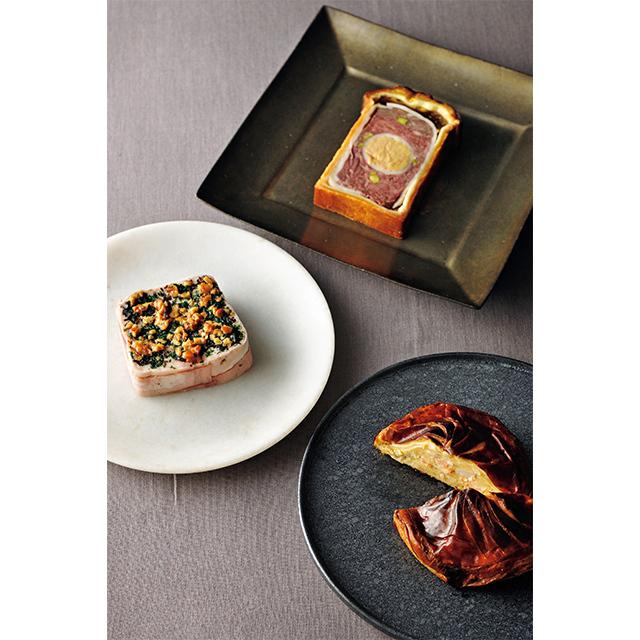 「ジビエのパテアンクルート」「美桜鶏のテリーヌ トリュフの香り」「オマール海老のパイ包み焼き」