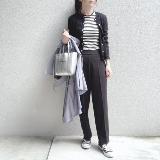 定番の黒パンツを極める!今っぽく、おしゃれで、美脚見えする黒パンツコーデまとめ|40代ファッション_1_23