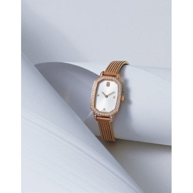 ハリー・ウィンストンの時計「HW エメラルド」