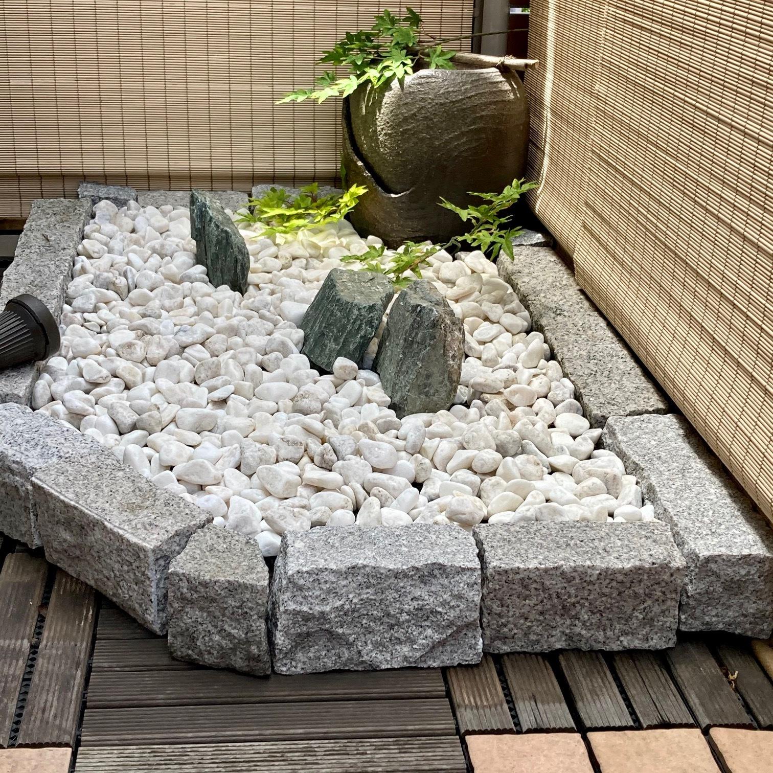 ベランダの一角の坪庭