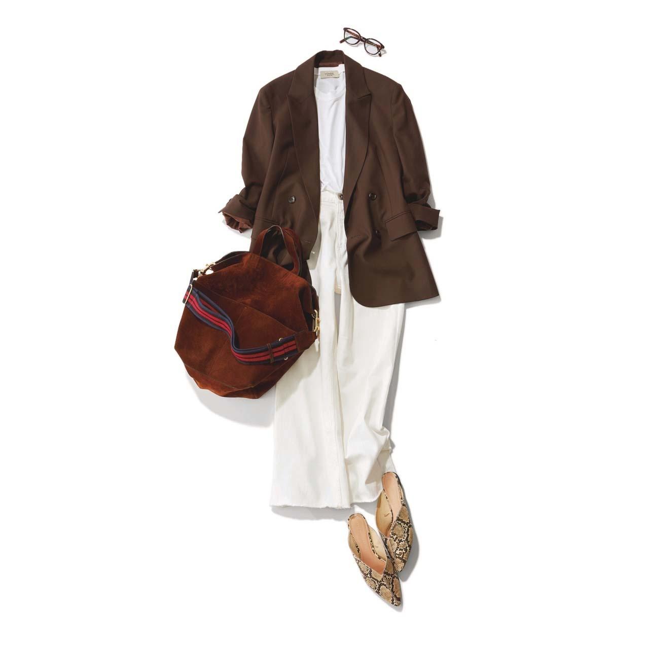 ブラウンのジャケット×白デニムパンツの仕事コーデ