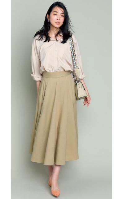 ドレープが美しいベージュスカート