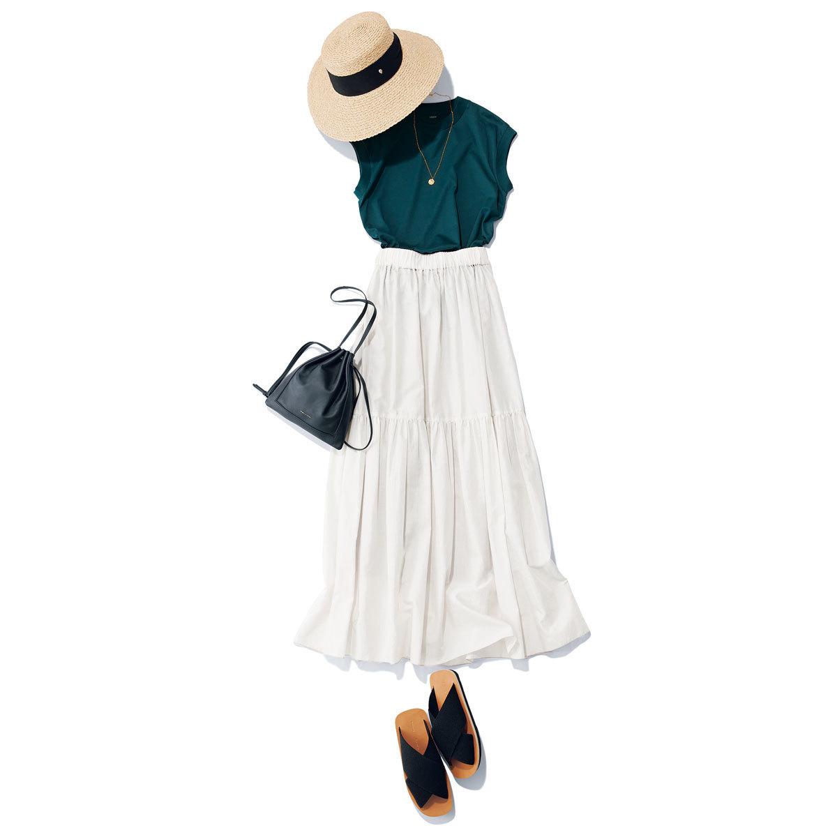 ■ロエフのダークグリーンTシャツ × 白のギャザースカート
