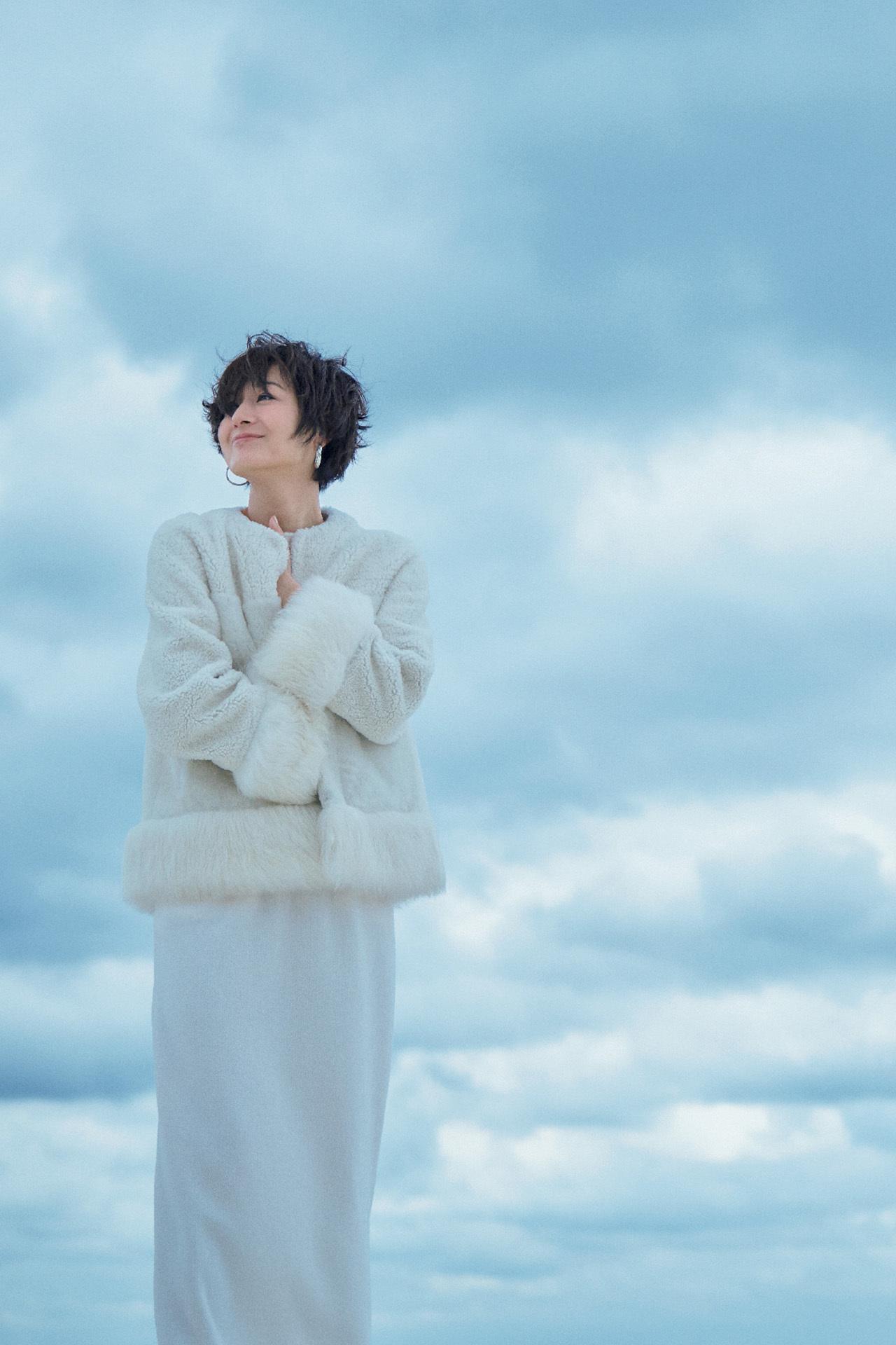 富岡佳子が着る真冬の「エレガントホワイト」 五選_1_1-1