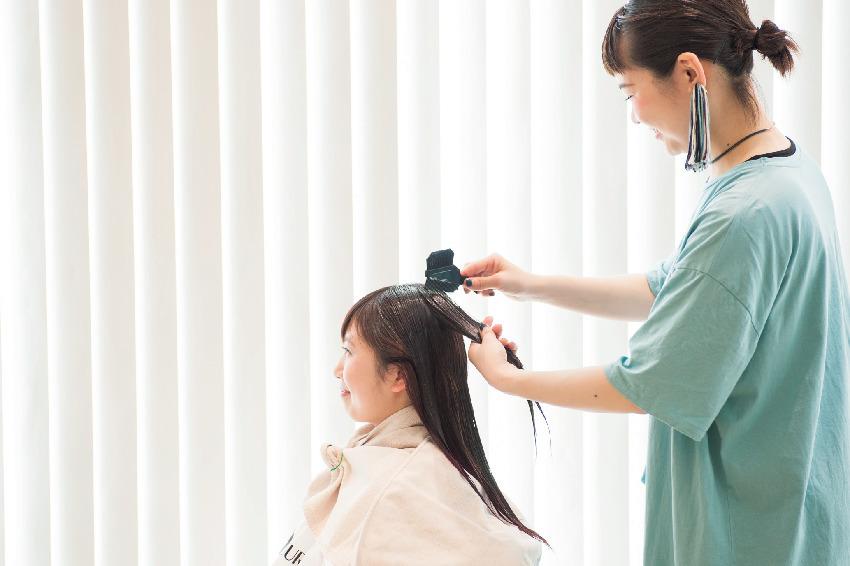 厄介な白髪悩みを改善するための効果的なカラーリング・ケア法 五選_1_1-3