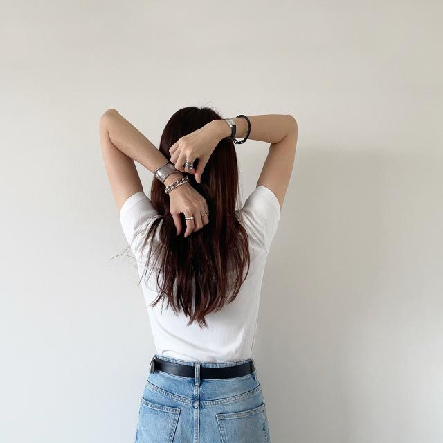 定番「白Tシャツ」の着こなしを更新! アラフォーがこなれて見えるコーデ術まとめ 40代ファッション_1_23