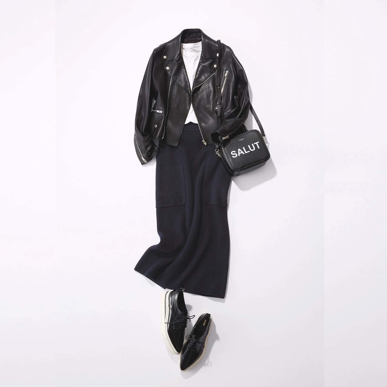 黒のライダースジャケット×ペンシルスカートコーデ