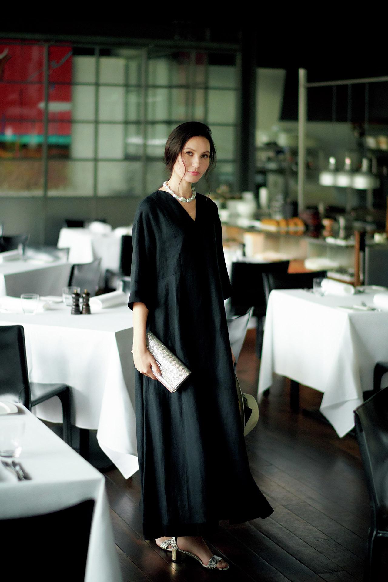 エクラ世代を輝かせるデザインを厳選。同窓会に行くなら「華ブラックドレス」  五選_1_1-1