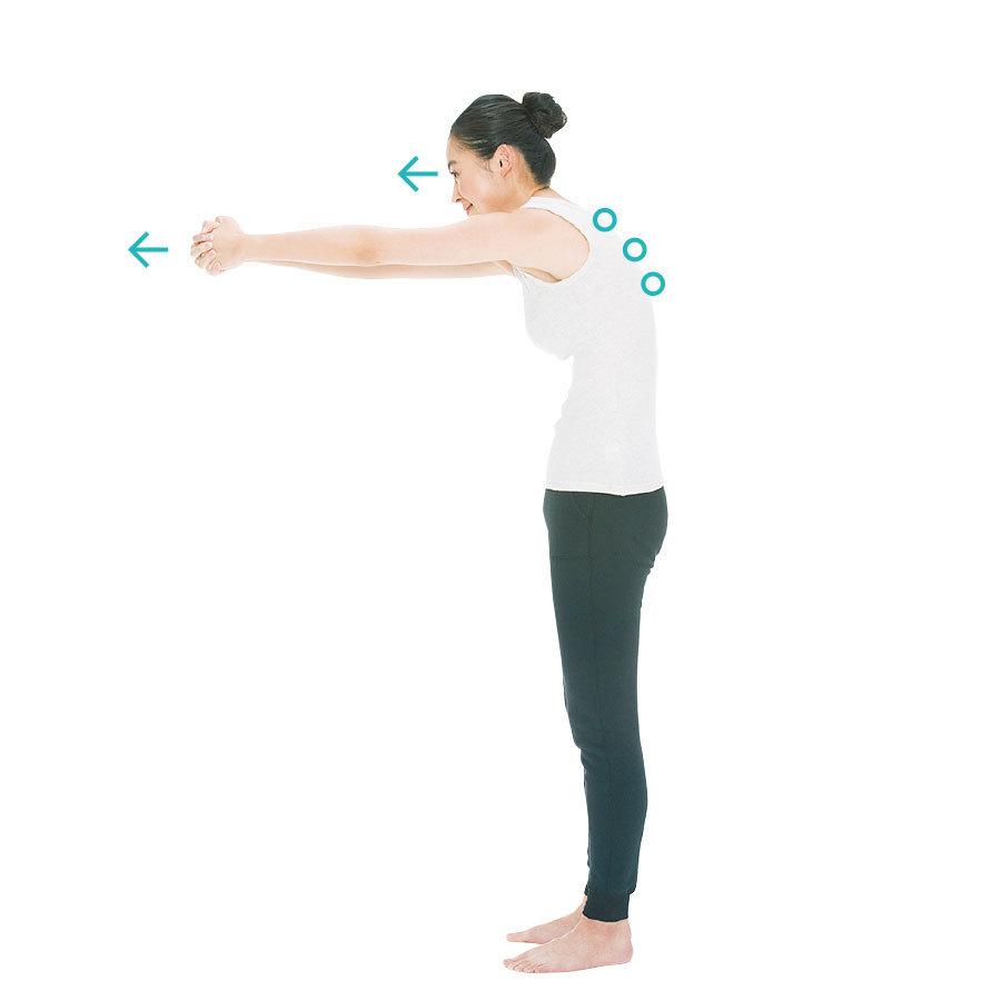 腕をグーッと前に伸ばし、背中を丸めて、目線を手もとに向けて10秒キープ。これを1〜3 回。