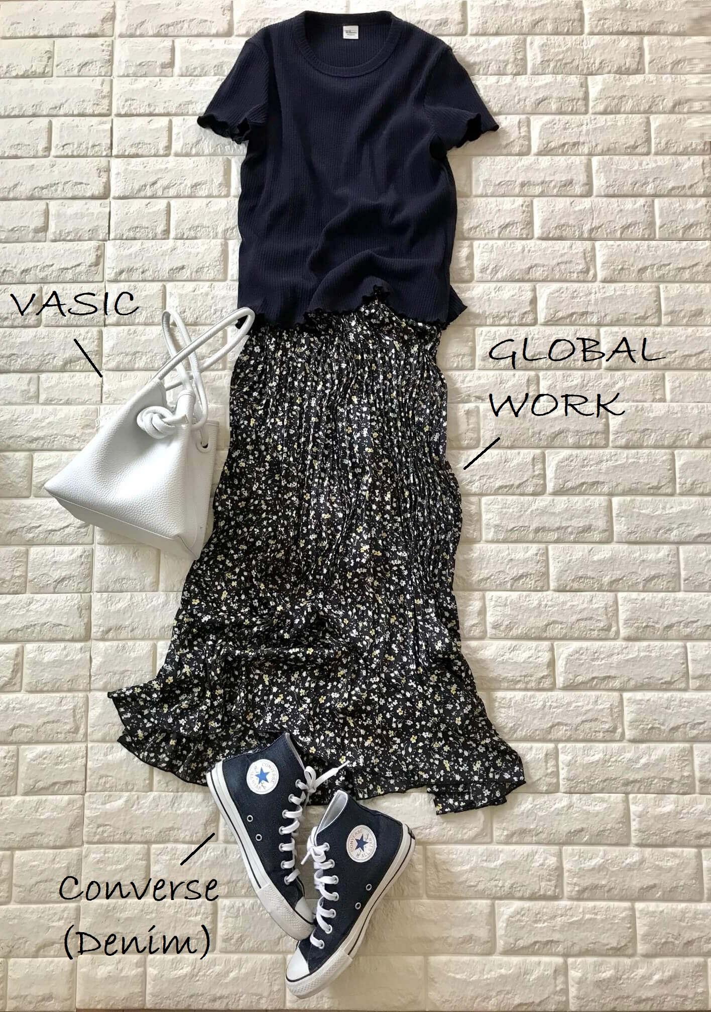 ロンハーマンの半袖ニットと花柄スカートを合わせたフェミニンコーデ