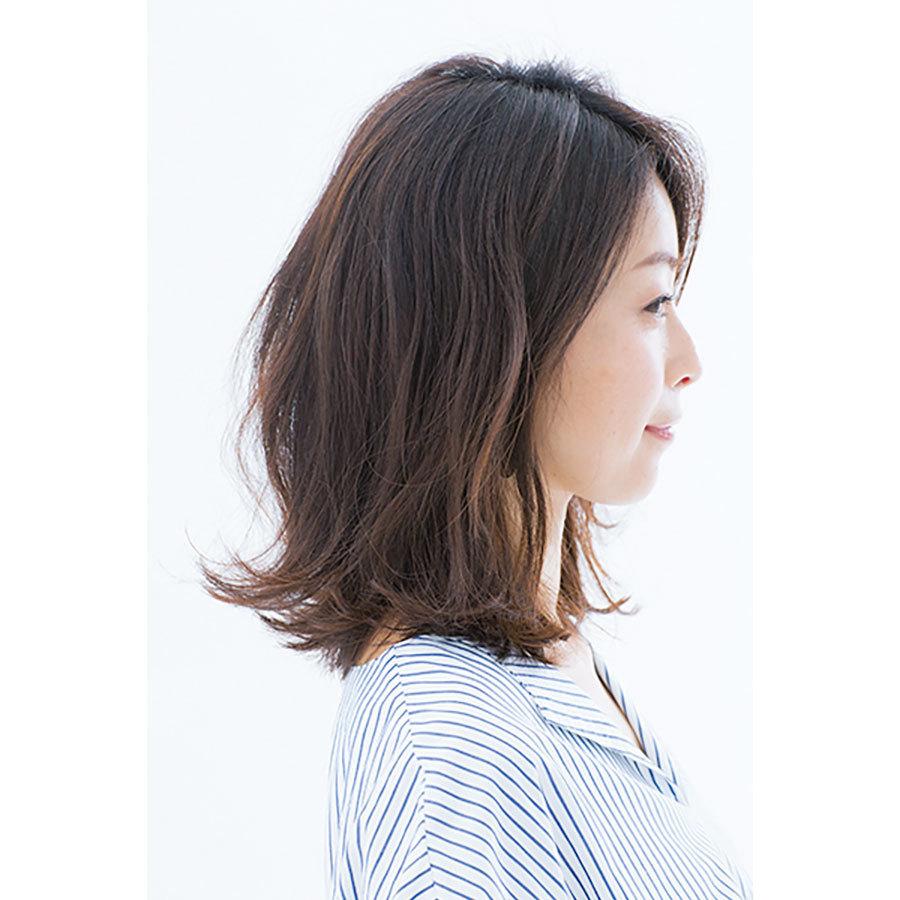 横から見た 40代人気ミディアムヘアスタイル2位の髪型