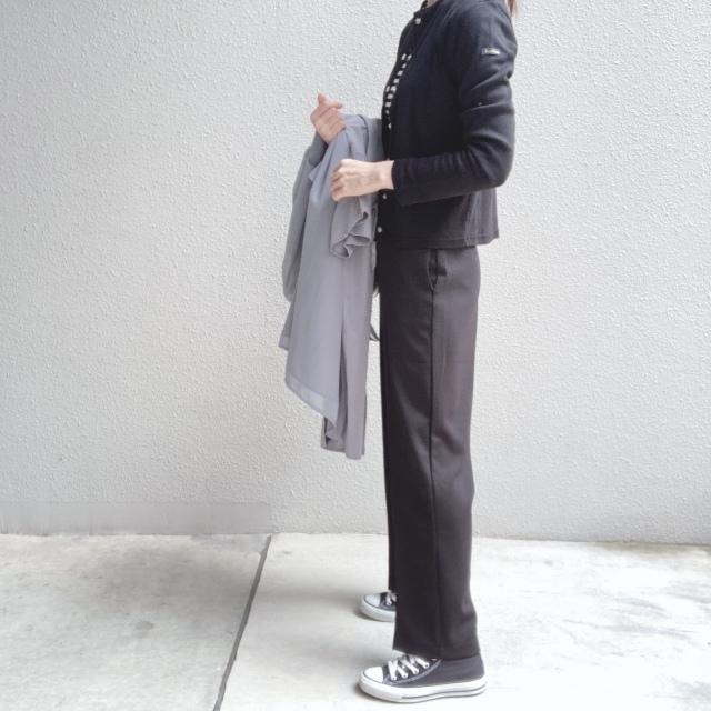 定番の黒パンツを極める!今っぽく、おしゃれで、美脚見えする黒パンツコーデまとめ|40代ファッション_1_24
