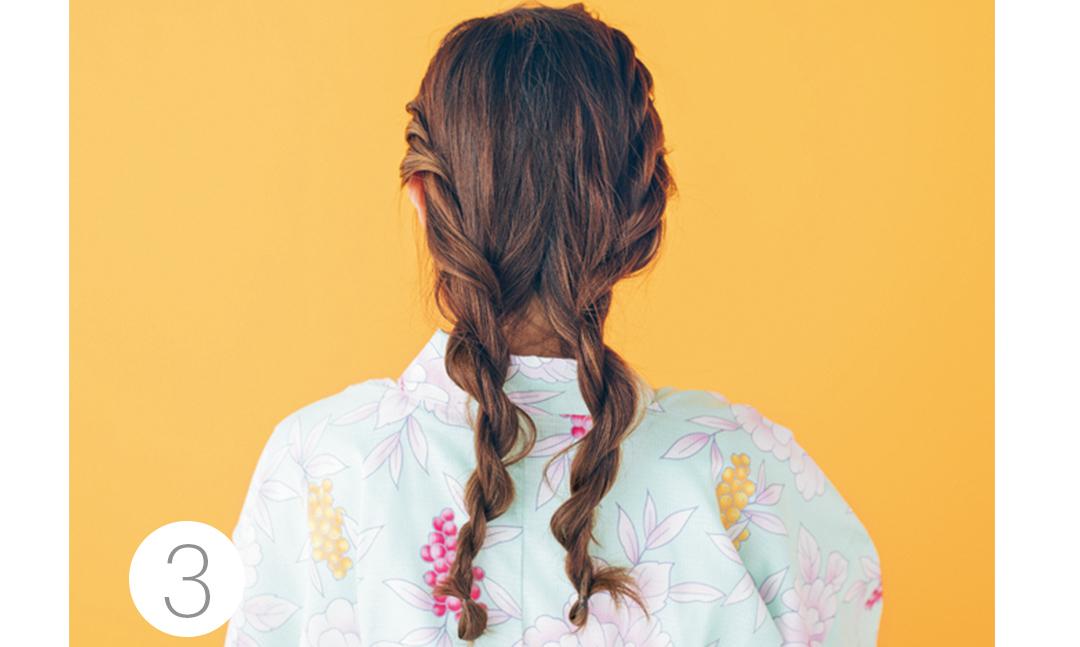 うなじまでクロスさせたら左半分をさらに2つに分け、毛束をねじってクロスさせる。右も同様にし、全体で2本の毛束を作る。