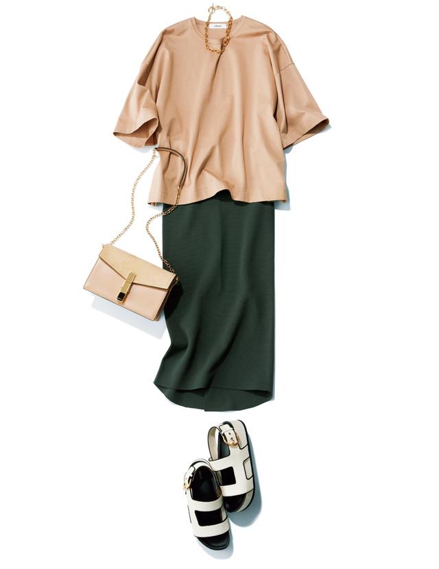ebureのきれいめベージュT×黒スカートの着こなし