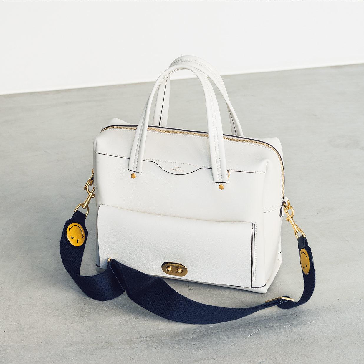 アニヤ・ハインドマーチの通勤バッグ
