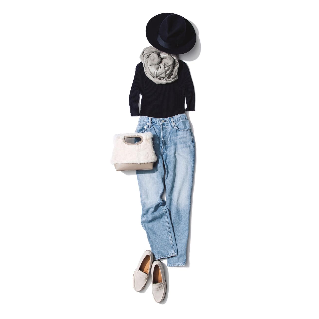 ファーバッグ×デニムパンツのファッションコーデ